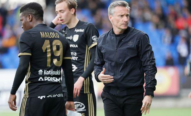 Potkut yllättivät SJK:n ex-päävalmentaja Sixten Boströmin (oik.)