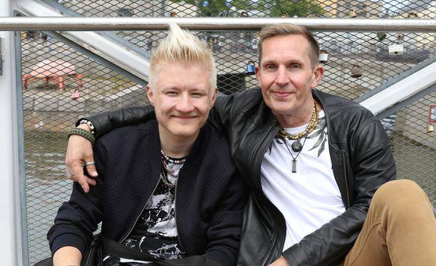 Jukan, 20, ja Jarin, 52, ikäero puhuttuu Kielletty rakkaus -sarjassa.