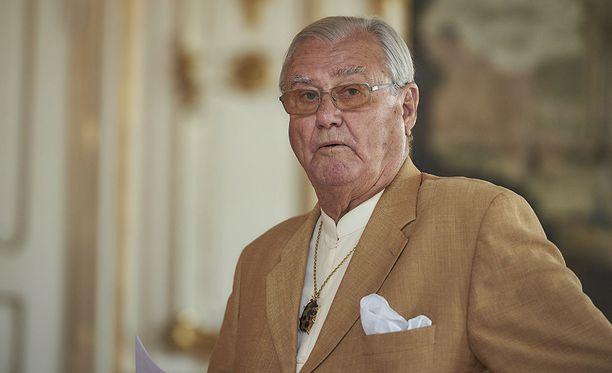 Tanskan kuningattaren puoliso, prinssi Henrik on joutunut sairaalahoitoon.