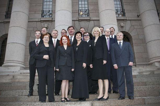 Rönni toimi SDP:n kansanedustajana vuosina 1999-2011. Kuvassa Pirkanmaan kansanedustajat vuoden 2008 valtiopäivien avajaisissa.