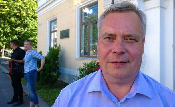 Valtiovarainministeri Antti Rinne purki pettymystään Microsoftin toimintaan.