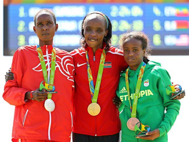 Rion olympialaisissa naisten maratonin jälkeen otettu palkintokorokekuva on nykyään varsin irvokasta katseltavaa. Pronssia voittanut Etiopian Mare Dibaba on kärkikolmikosta ainoa, joka ei ole kärynnyt dopingista. Kultaa voittanut Kenian Jemima Sumgong kärysi huhtikuussa 2017, hopeaa voittanut, Bahrainia edustava Eunice Kirwa kuukausi sitten.