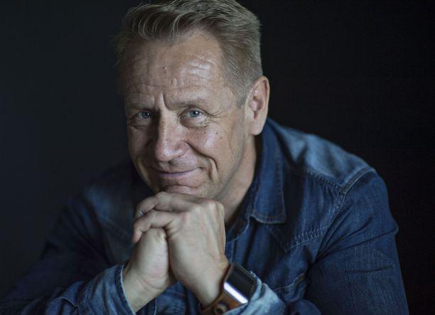 Olli Lindholm kuoli sairauskohtaukseen kotonaan Tampereella 54-vuotiaana 12. helmikuuta.