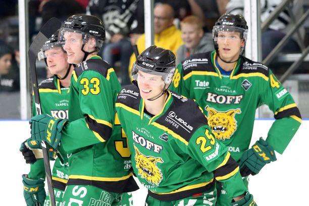 Ilves on täynnä nuoria ja nälkäisiä pelaajia, kuten puolustaja Lassi Thomson (33) ja hyökkääjä Antti Saarela (25). Ilves kohtaa tänään Hakametsän kauden avausottelussa paikallisvastustaja Tapparan.