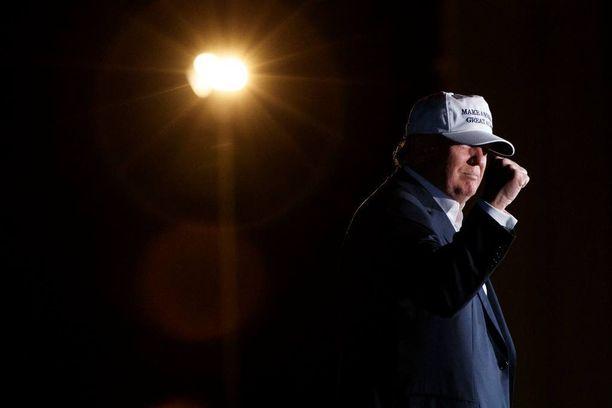Donald Trump puhui kampanjatilaisuudessaan Colorado Springsissä lauantaina.