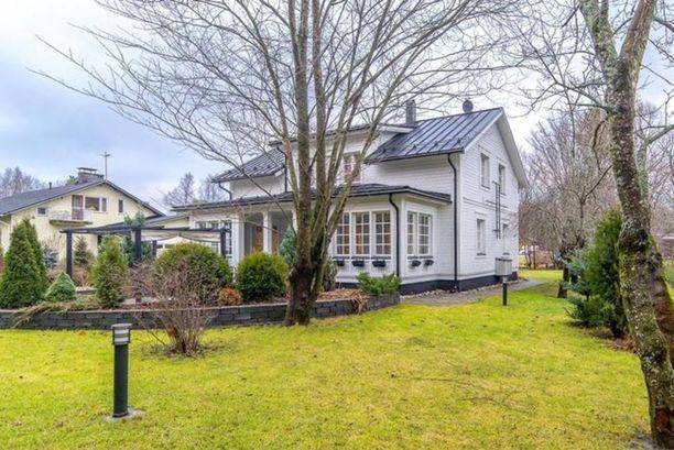 Persoonallinen omakotitalo Turun Koivulassa on kiinnostanut paljon. Talo on rakennettu vuonna 2013 ja siinä on 207 neliötä asuinpinta-alaa.
