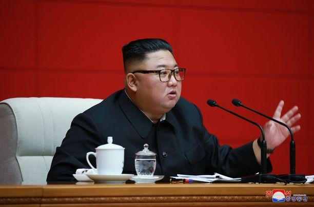 Kim Jong-un on esiintynyt julkisuudessa harvakseltaan koronapandemian aikana. Kuva elokuulta.