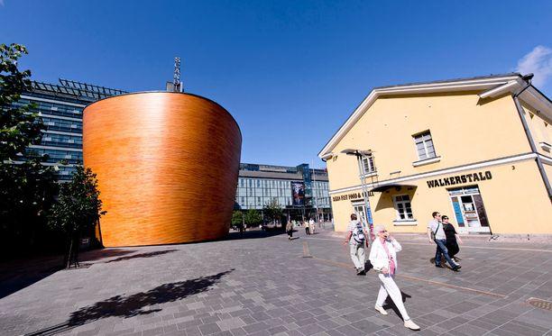 Poliisi suoritti ulkomaalaisvalvontaan liittyviä tehotarkastuksia huhtikuussa muun muassa Helsingin Kampin alueella.