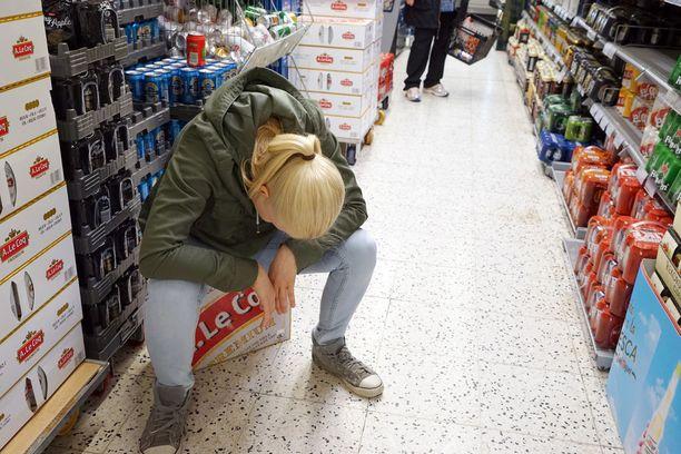 THL arvioi, että uudistettu alkoholilaki käy kansalaisten terveydelle erityisesti päivittäistavarakaupoissa myytävän alkoholin vahvuuden kasvuun.