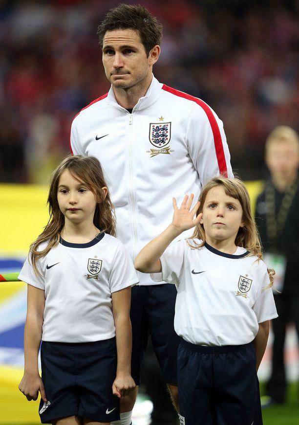 Frank Lampardin tyttäret Luna (vas.) ja Isla eivät ole pilalle hemmoteltuja, vaikka isä on tienannut pelaamalla miljoonia.