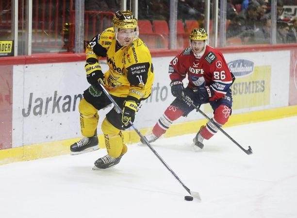 Cody Kunyk (SaiPa) ja Erik Thorell (HIFK) ovat joukkueidensa parhaat pistemiehet.