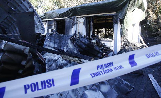 Taposta ja tuhotyöstä epäilty 35-vuotias espoolaismies asui vaimonsa kanssa tässä rivitalokiinteistössä Espoon Järvenperässä.