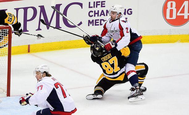 Törmäys Washingtonin Matt Niskaseen aiheutti Sidney Crosbylle aivotärähdyksen tänä keväänä.