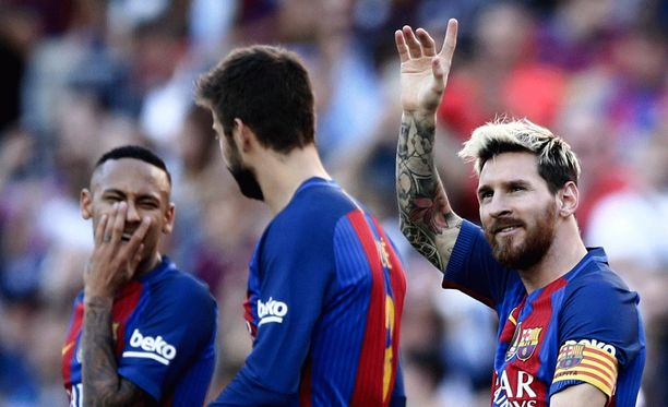 Leo Messi (oik.) tervehti häntä palvovaa Camp Nou -yleisöä.