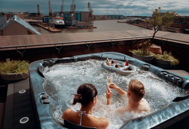 Useat hotellit tarjoavat Black Fridayn kunniaksi erikoishintoja. Kuva Helsingin Radisson Blu Seaside -hotellista.