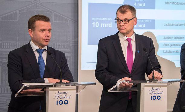 Valtiovarainministeri Petteri Orpo ja pääministeri Juha Sipilä kertoivat Twitterissä, ettei hallituksella ole edellytyksiä jatkaa perussuomalaisten uuden johtajan kanssa.
