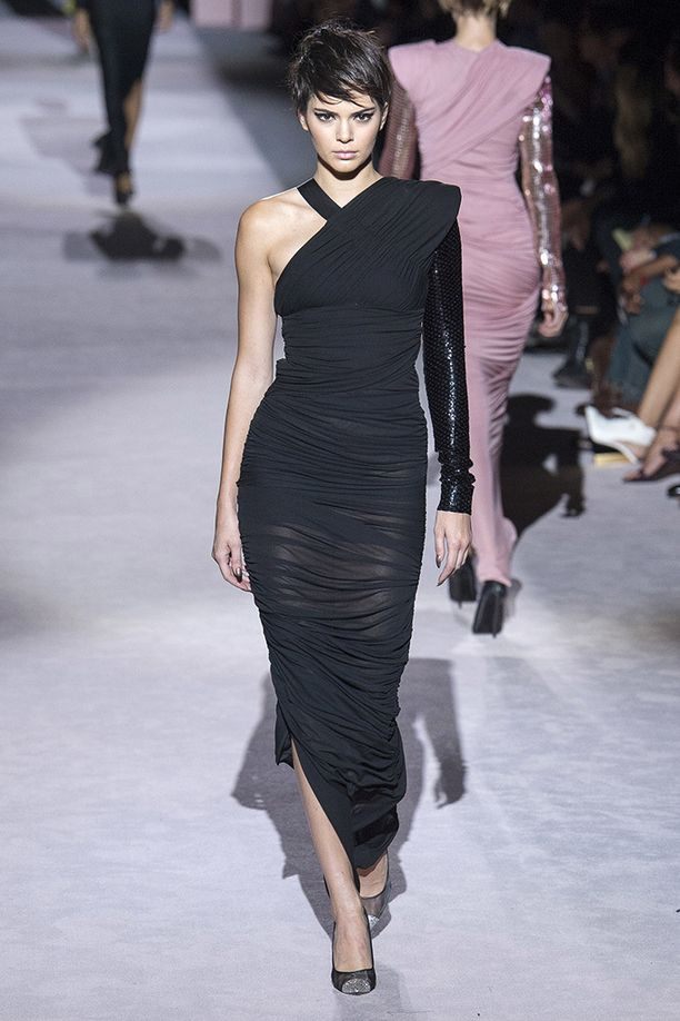 Kendall Jenner nähtiin New Yorkin muotiviikoilla Tom Fordin mallina.