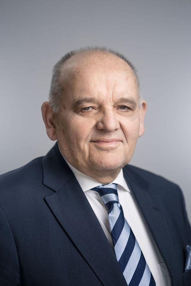 Patrian hallituksen puheenjohtajan Christer Granskogin mielestä Uganda-kohu on saanut kohtuuttoman suuret mittasuhteet.