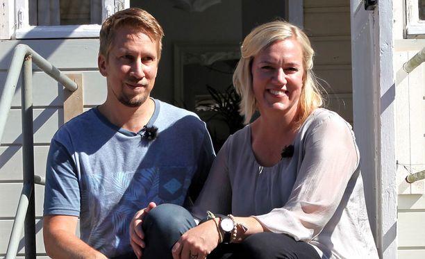 Perheen Henrikki-isä on insinööri ja Eeva-äiti lentoemäntä.
