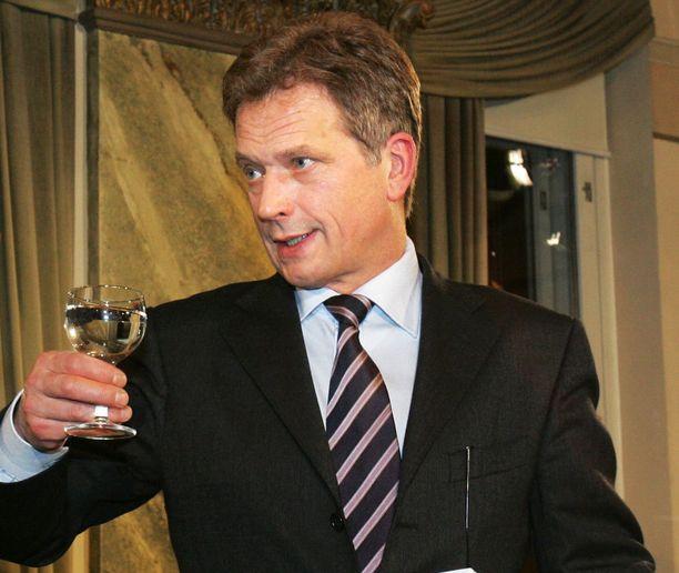 Sauli Niinistön kampanja oli nosteessa loppuvuodesta 2005. Kuva Rake-salista marraskuulta 2005, jossa järjestettiin vaalitentti. Tarja Halonen valittiin jatkokaudelle tasavallan presidentiksi 29. tammikuuta 2006. Niinistö sai toisella kierroksella 48,2 prosenttia äänistä.