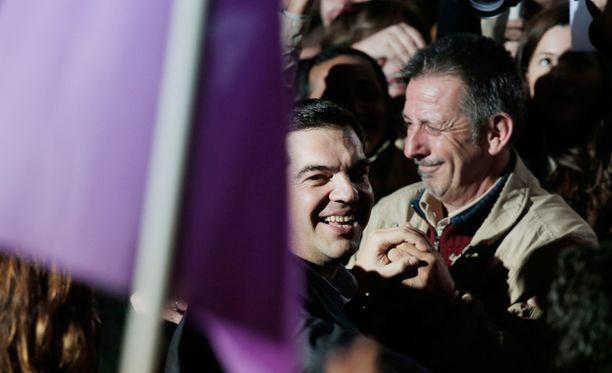 """Syriza-puolueen puheenjohtaja Alexis Tsipras lupaa lopettaa Kreikan """"kansan nöyryyttämisen""""."""