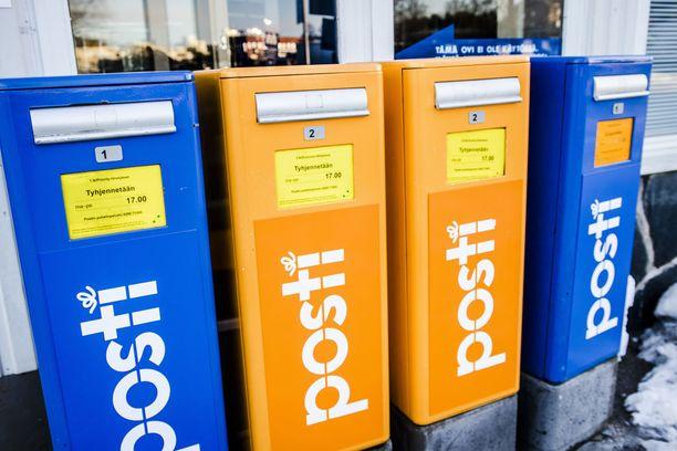 Laskuja tekijät saivat kirjelaatikoista anastamistaan postisäkeistä.