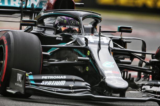 Mercedes oli totuttuun tapaan ylivoimainen Unkarin aika-ajossa.