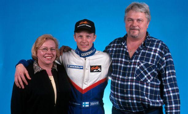 Paula-äiti ja Matti-isä olivat Kimi Räikkösen tärkeimmät tukijat matkalla F1-tähteyteen.