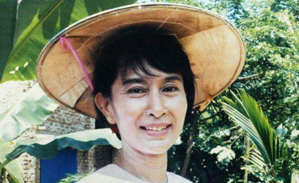 Suu Kyi joutui syytteeseen, kun amerikkalaismies ui järven poikki hänen talonsa rantaan.