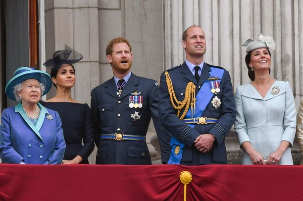 Kuningattarella oli vanhan lain turvin valta päättää esimerkiksi Williamin ja Harryn matkustamisesta kun he olivat alaikäisiä.