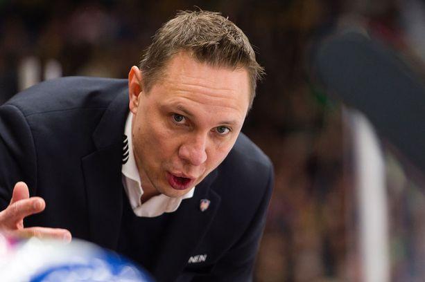Jussi Tapolan valmentaman Tapparan on kestettävä ennakkosuosikin paineet.