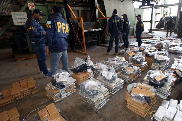 Argentiinan poliisin varastosta katosi parissa vuodessa yli puoli tonnia marijuanaa. Kuvan huumeet tuhottiin vuonna 2016.