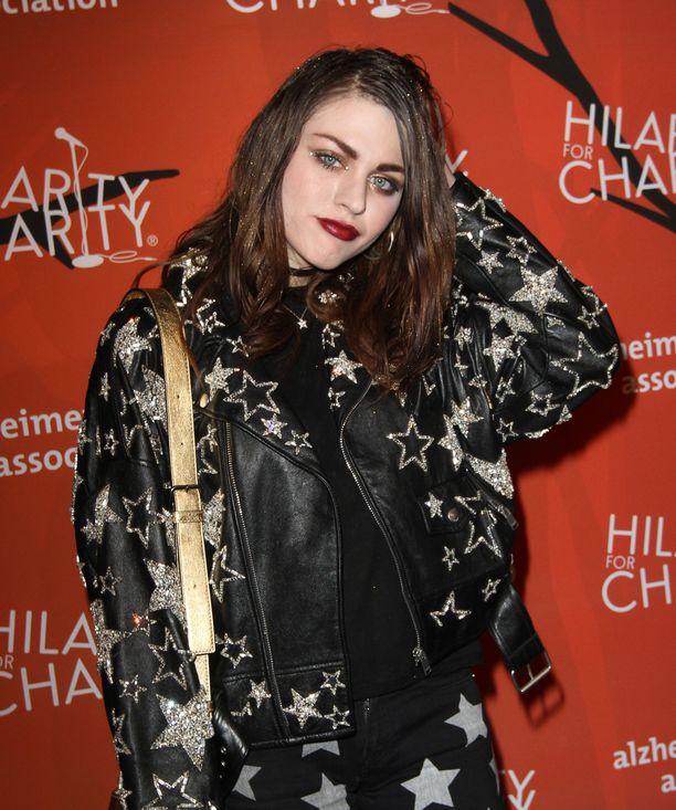 Frances teki viime vuonna sopimuksen Marc Jacobsin muotitalon kanssa. Hänet nähtiin muotitalon mainoskasvona viime kevään ja kesän aikana.