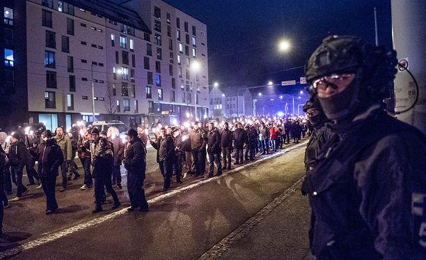 Helsingissä oli runsaasti poliisejä itsenäisyyspäivän iltana.