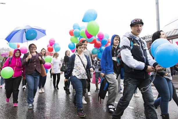 Ammatillisten oppilaitosten väki osoitti mieltään koulutusleikkauksia vastaan Tampereella vuonna 2016.
