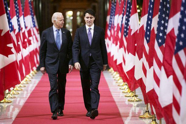Kaksi maailman parhaiten pukeutuvista miehistä: Joe Biden ja Justin Trudeau.