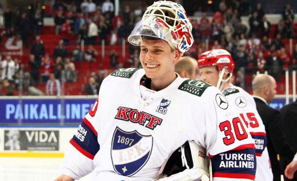 Kevin Lankinen teki NHL-sopimuksen Chicagoon.