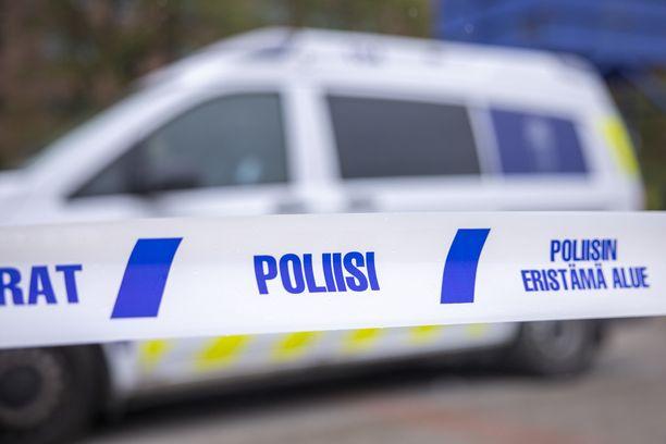 Poliisi sai epäillyn kiinni asunnon lähistöltä (arkistokuva).