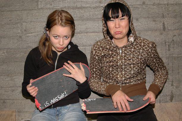 Vuonna 2005 PMMP:n palkittu Kovemmat kädet-albumi ilmestyi. Levy palkittiin Emma-gaalassa, se soi radiossa ja Rumba-lehti valitsi sen vuoden parhaaksi kotimaiseksi albumiksi.