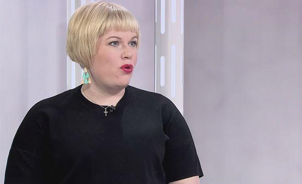 Erikoistoimittaja Susanne Päivärinta hiillostaa ministeri Annika Saarikkoa soteuudistuksen käänteistä Sensuroimaton Päivärinta -ohjelman uusimmassa jaksossa.
