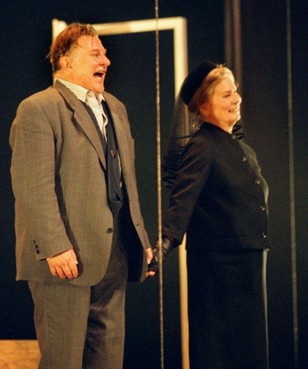 Esko Salminen ja Kyllikki Forssell esiintyivät yhdessä Kauppamatkustajan kuolema -näytelmässä.