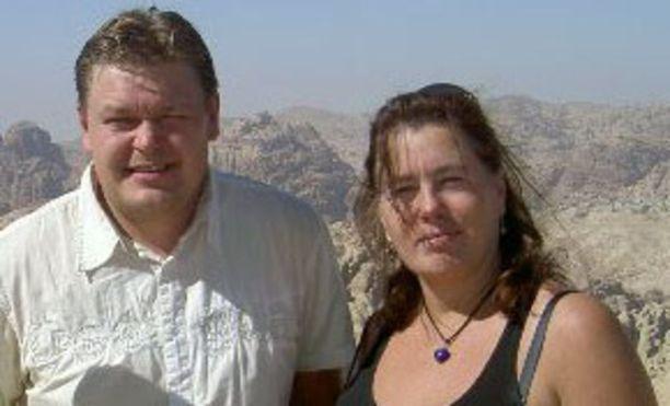 Tomi, 36, on naimissa Eevan, 53, kanssa.