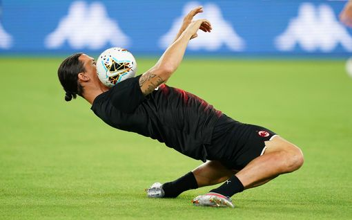 """Hämmästyttävä kuva Zlatan Ibrahimovicista villitsee somessa - """"Pelkästään katsominen sattuu polviini"""""""