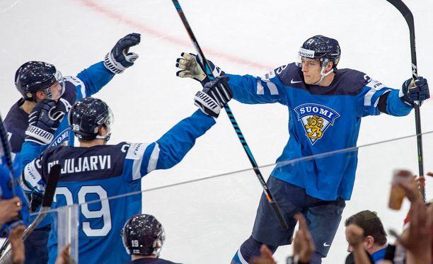 Suomi voi yhä hankkia itselleen huippusaumat MM-turnauksen ratkaisupeleihin.