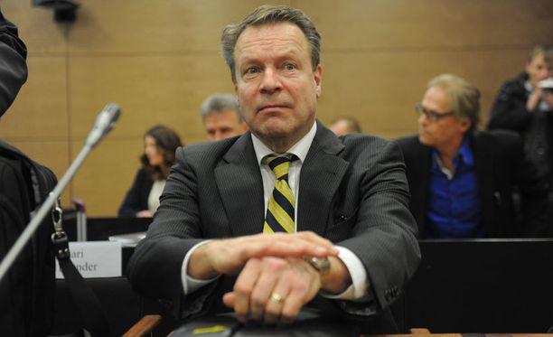Ilkka Kanervan lahjusjuttua käsitellään nyt hovioikeudessa.