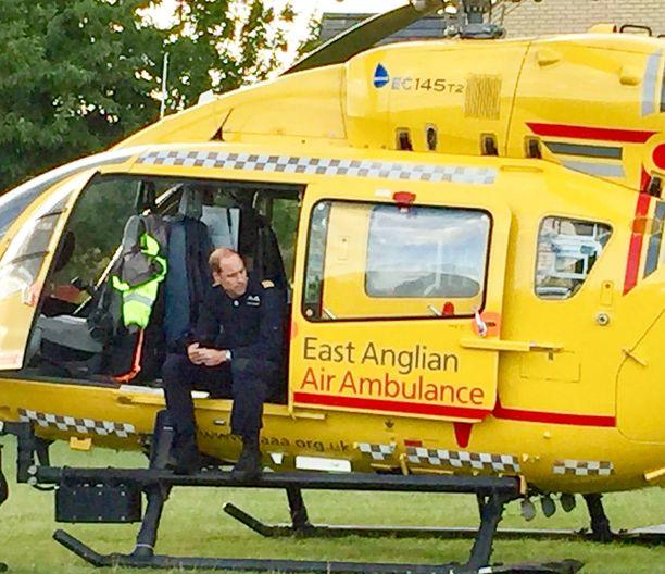 Prinssi William päätti lopettaa työnsä ambulanssilentäjänä voidakseen keskittyä kuninkaallisiin velvollisuuksiin.
