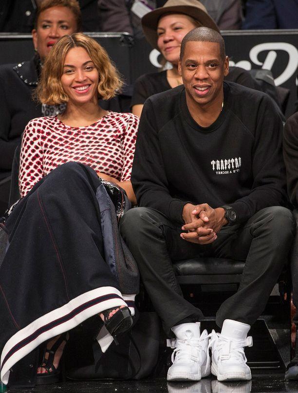 Näin onnellisilta Bey ja Jay näyttivät vuosi sitten Brooklyn Netsin korismatsissa.