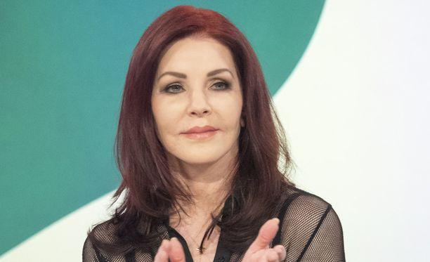 Priscilla Presley on yhä 71-vuotiaana nuorekas kaunotar.