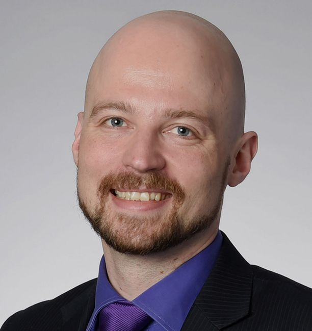Kansanedustaja Mikko Kärnä harkitsee ehdolle lähtemistä.