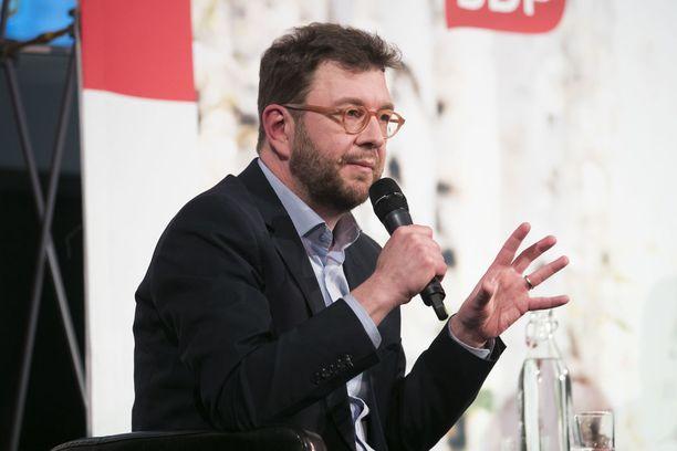 Kansanedustaja Timo Harakan mukaan hallitus on jälleen armahtamassa veronkiertäjiä.